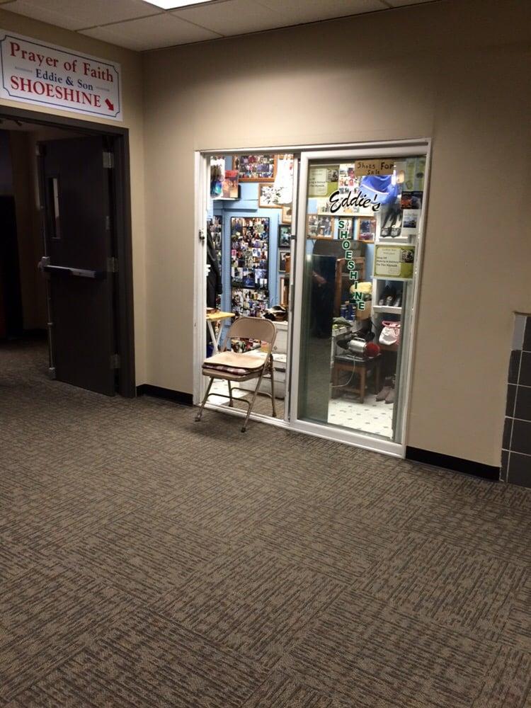Eddie & Son Shoeshine: 401-499 5th Ave, Des Moines, IA