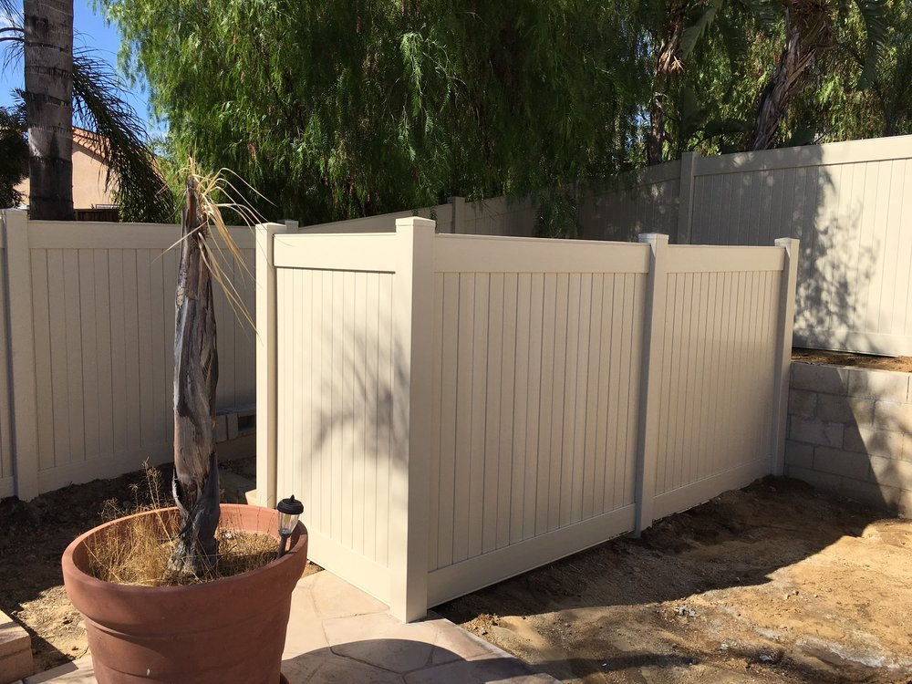 Vinyl Fence Installed To Hide Pool Equipment Yelp