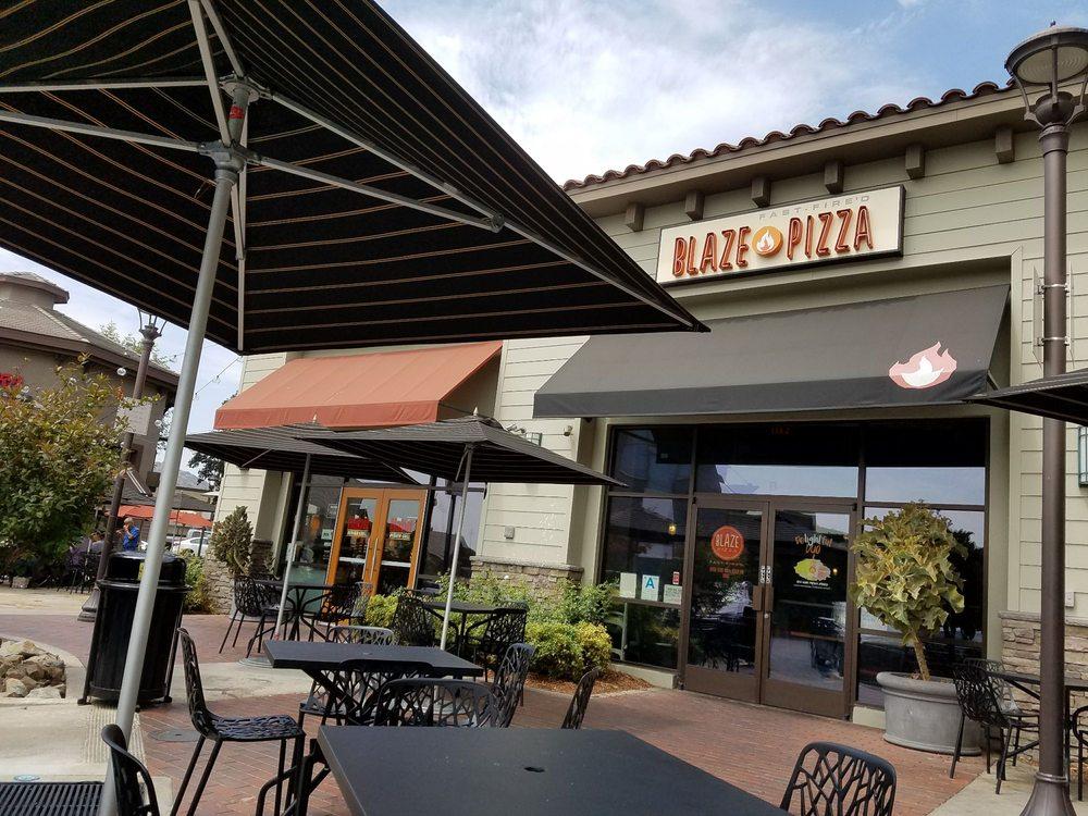 La Cañada Flintridge Town Center: La Canada Flintridge, CA