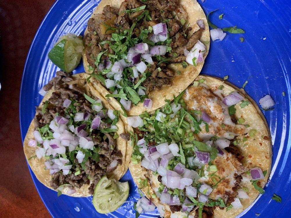 Super Tacos Y Tortas El Neno: 946 Wisconsin Ave, Beloit, WI