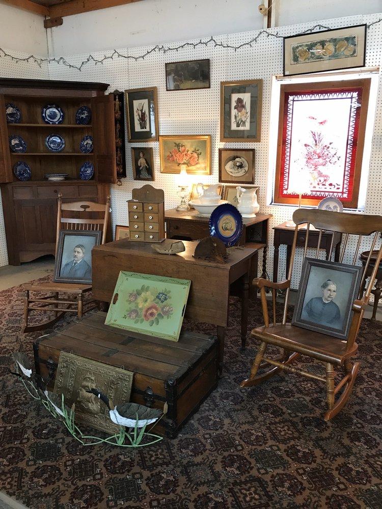Henderson Antique Mall: 576 S Church Ave, Henderson, TN