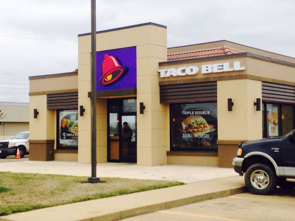 Taco Bell: 606 N Davis Ave, Cleveland, MS