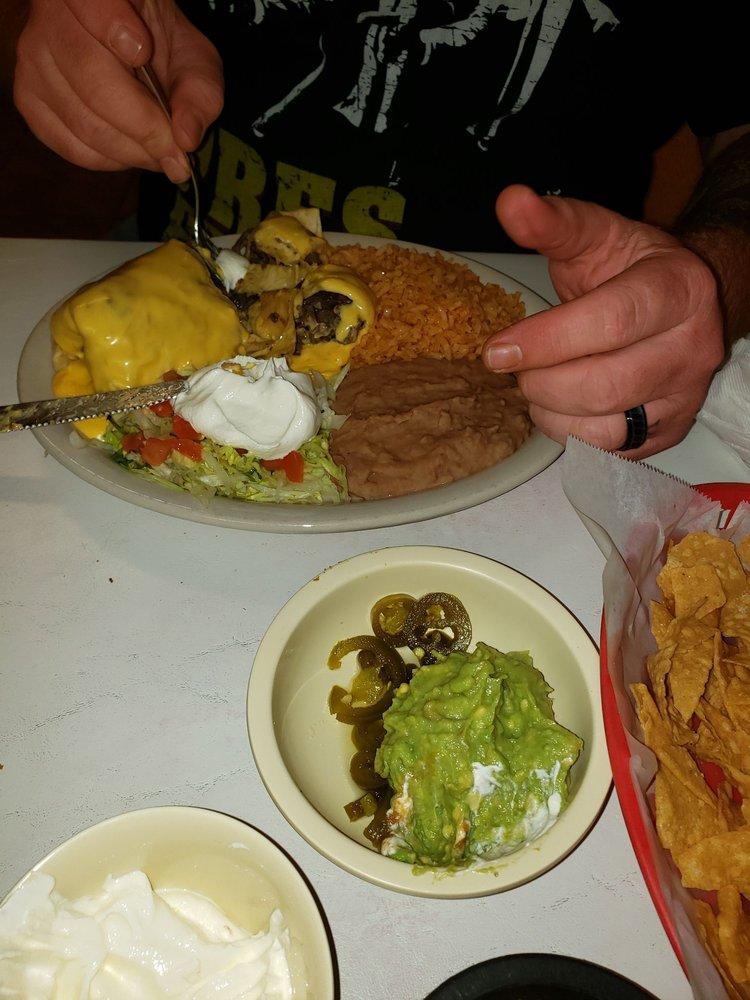 Juanes Mexican Restaurant: 300 W 4th St, Cameron, TX