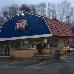 dairy queen closing time