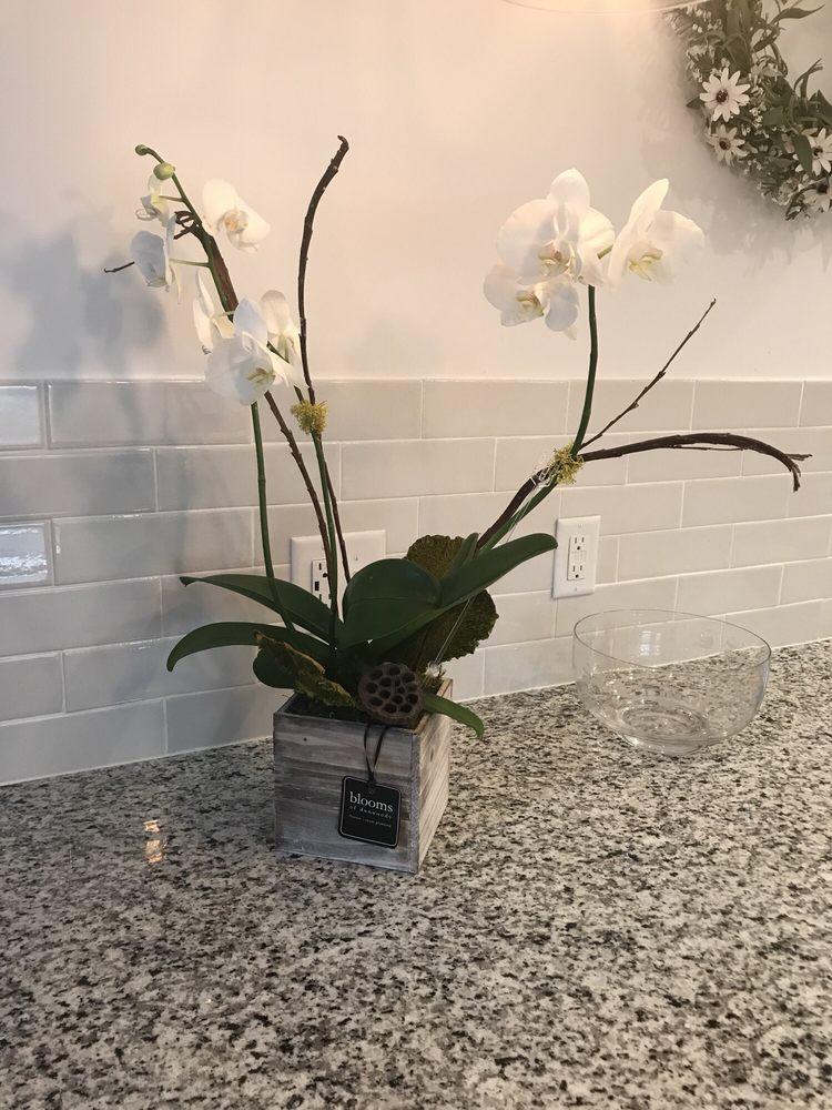 Blooms of Dunwoody: 5479 Chamblee Dunwoody Rd, Dunwoody, GA