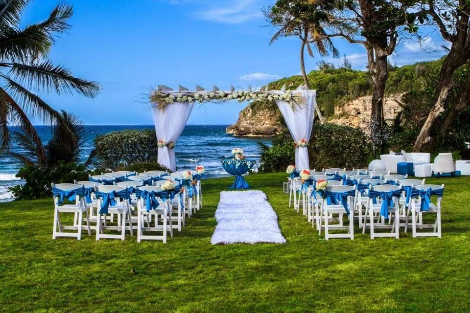Eleganzza Bridals And More: 149 Winston Churchill Avenue, San Juan, PR