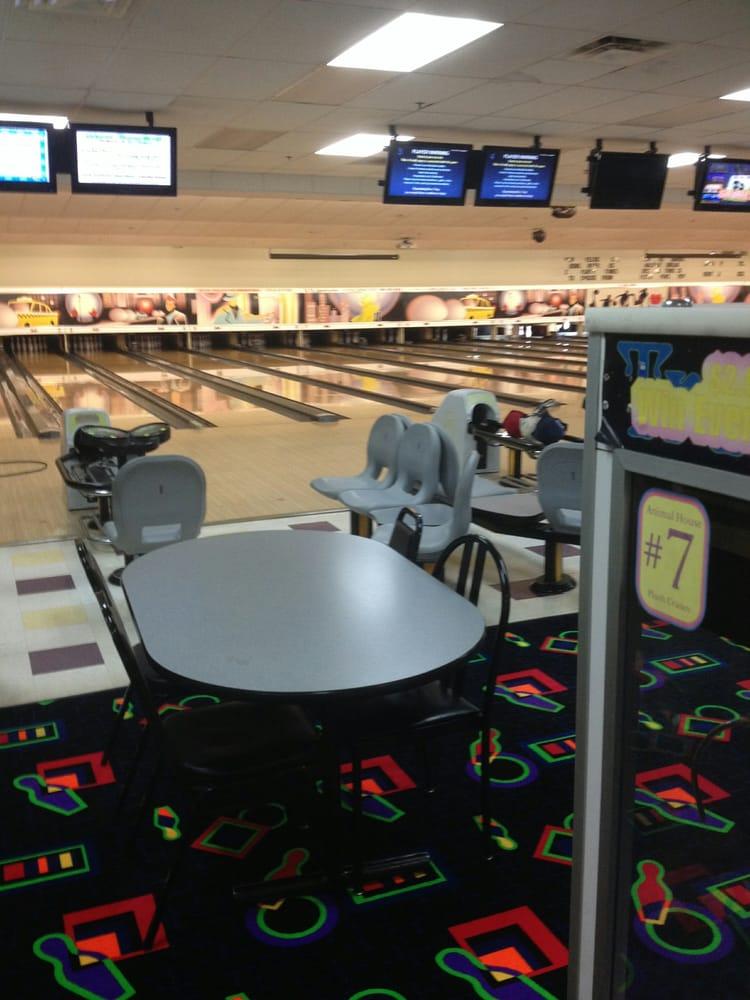 Dolr Bill's Bowling & Family Entertainment Center: 145 Danbury Rd, New Milford, CT