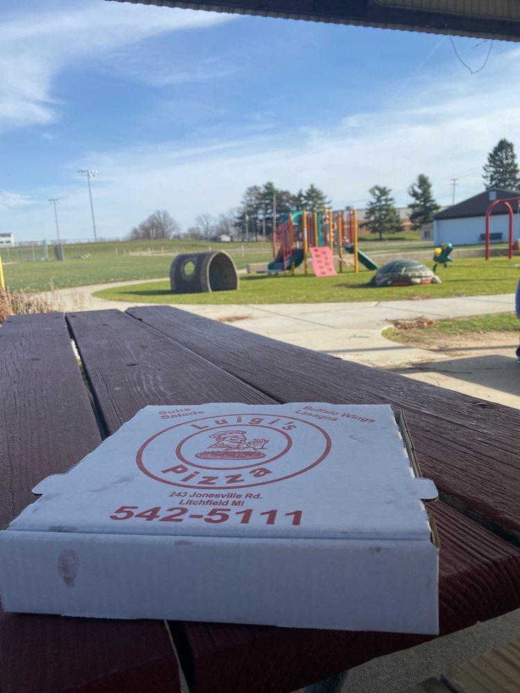 Luigi's Pizza: 243 Jonesville, Litchfield, MI