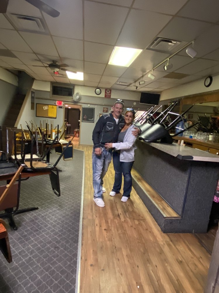 Allie Cat Bar & Grill: 103 S Madison, Brainard, NE
