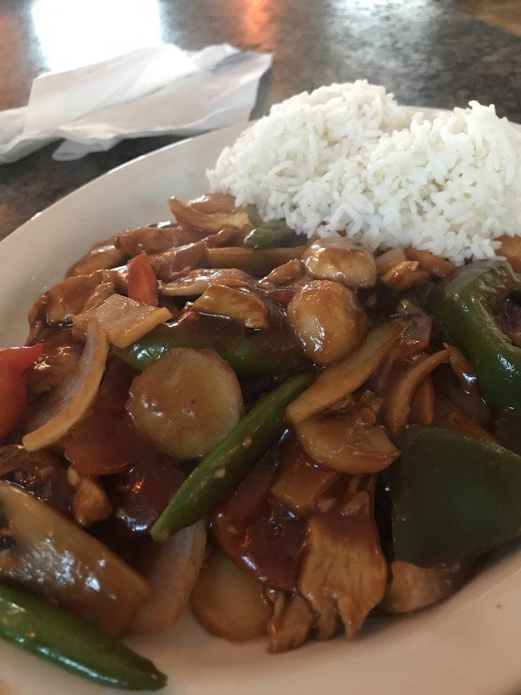 Ku's Wokery Chinese Cuisine: 900 N Center Ave, Merrill, WI