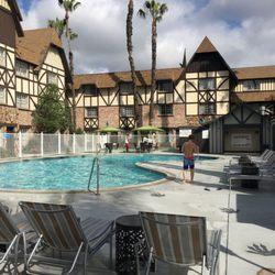 Anaheim majestic garden hotel 392 photos 324 reviews hotels 900 s disneyland dr anaheim for Anaheim majestic garden hotel yelp