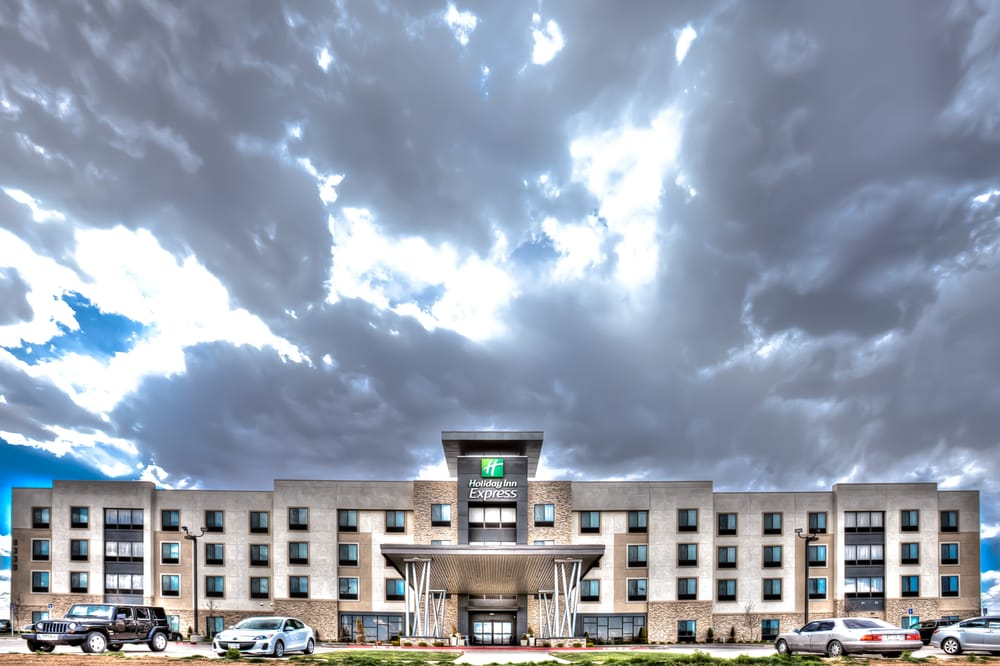 Holiday Inn Express & Suites Amarillo West: 8330 W Amarillo Blvd, Amarillo, TX