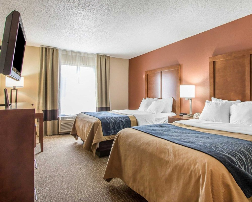Comfort Inn: 141 Trucker Blvd, Livingston, AL