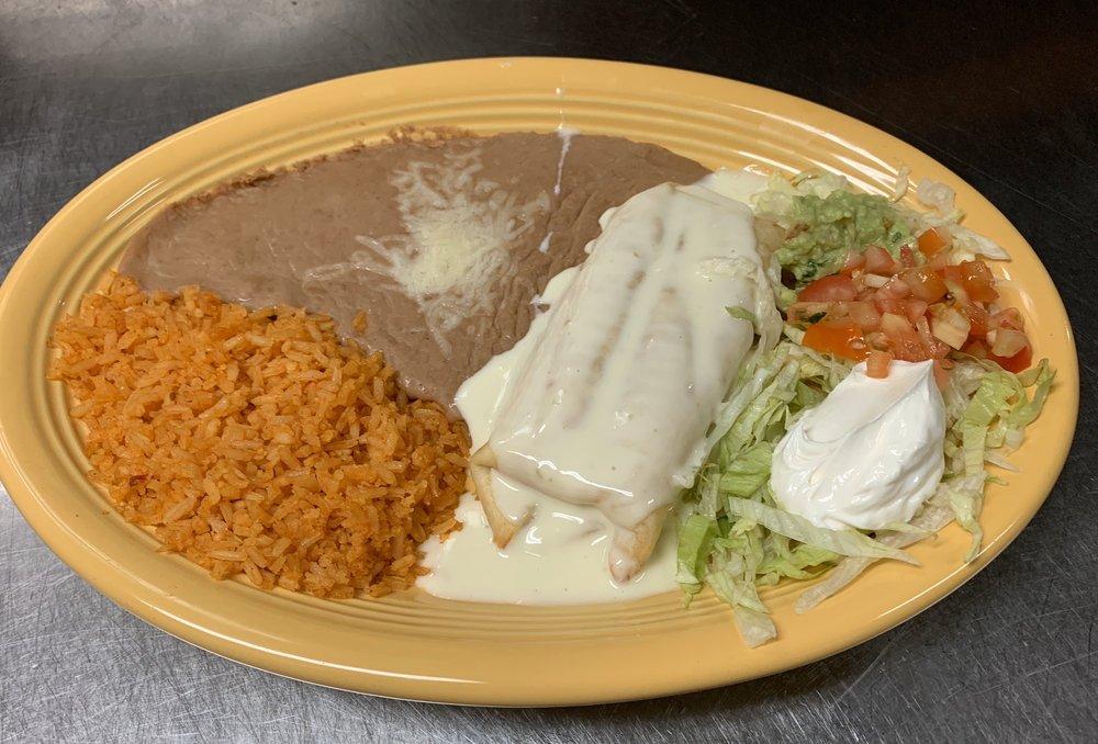 El Cazador Mexican Grill & Cantina: 449 E 15th St, Horton, KS