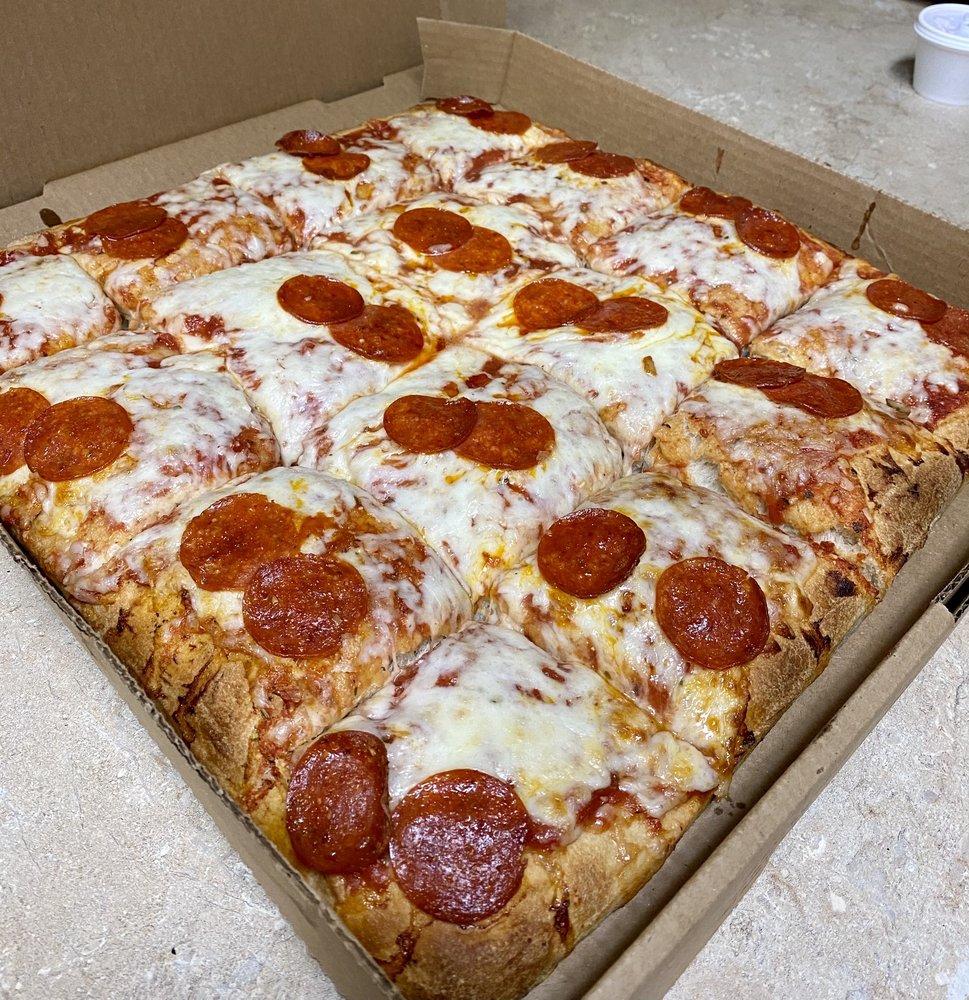 Vito's Pizzeria & Italian Restaurant: 617 Front St, Cresson, PA