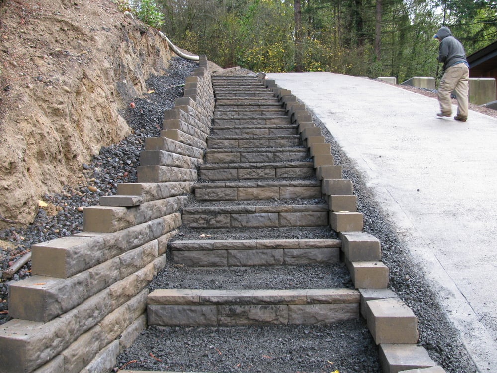 Block steps up steep driveway yelp for Steep driveway construction