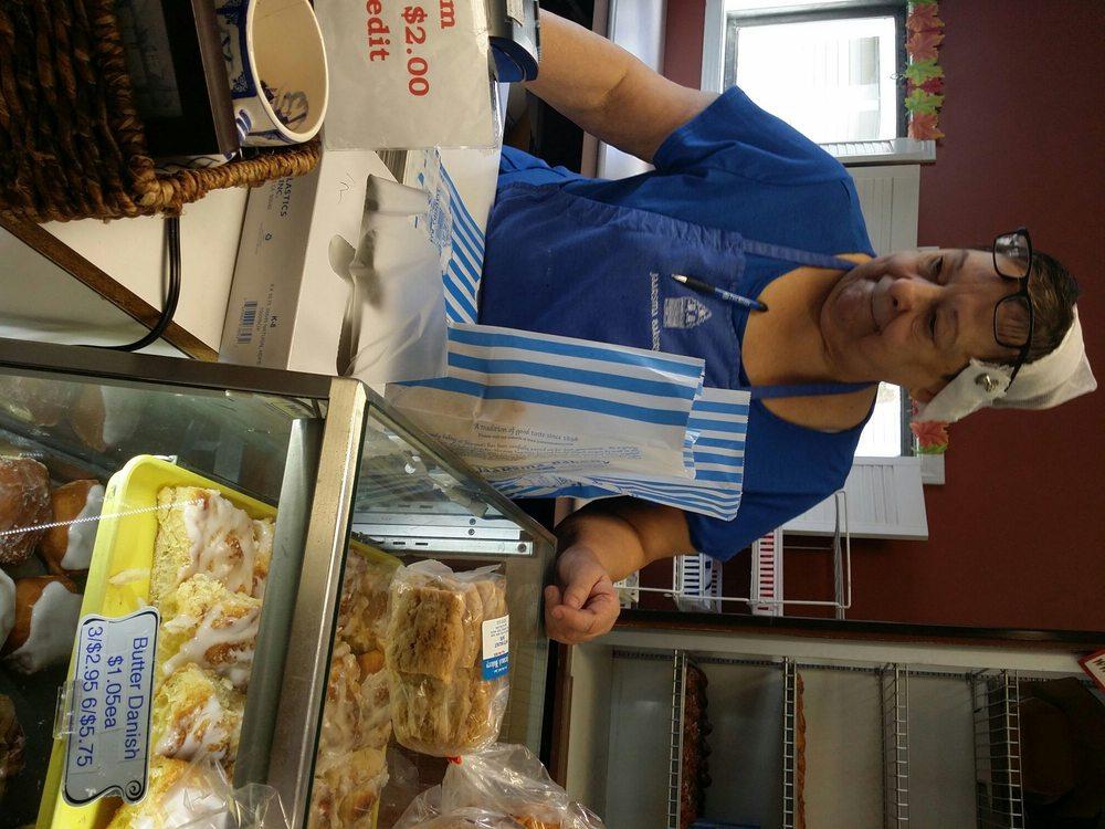 Jaarsma Bakery: 201 A Ave W, Oskaloosa, IA