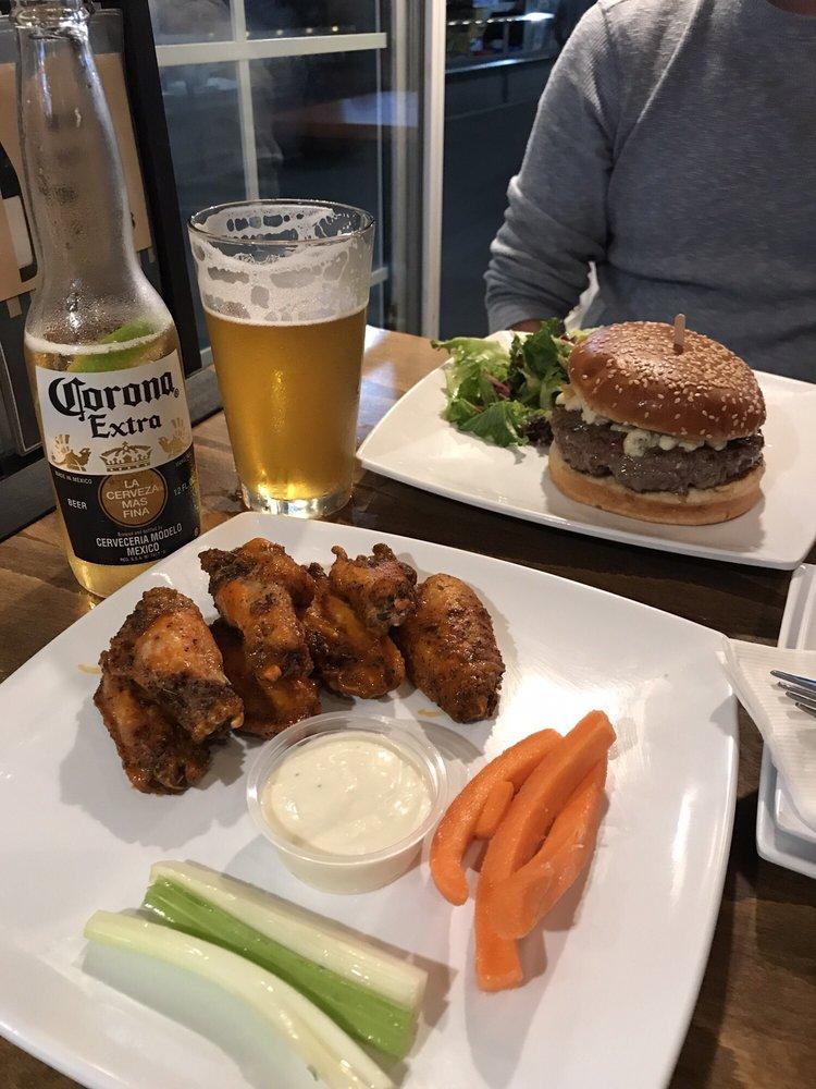 The Slip Bar & Eatery: 120 N International Boardwalk, Redondo Beach, CA