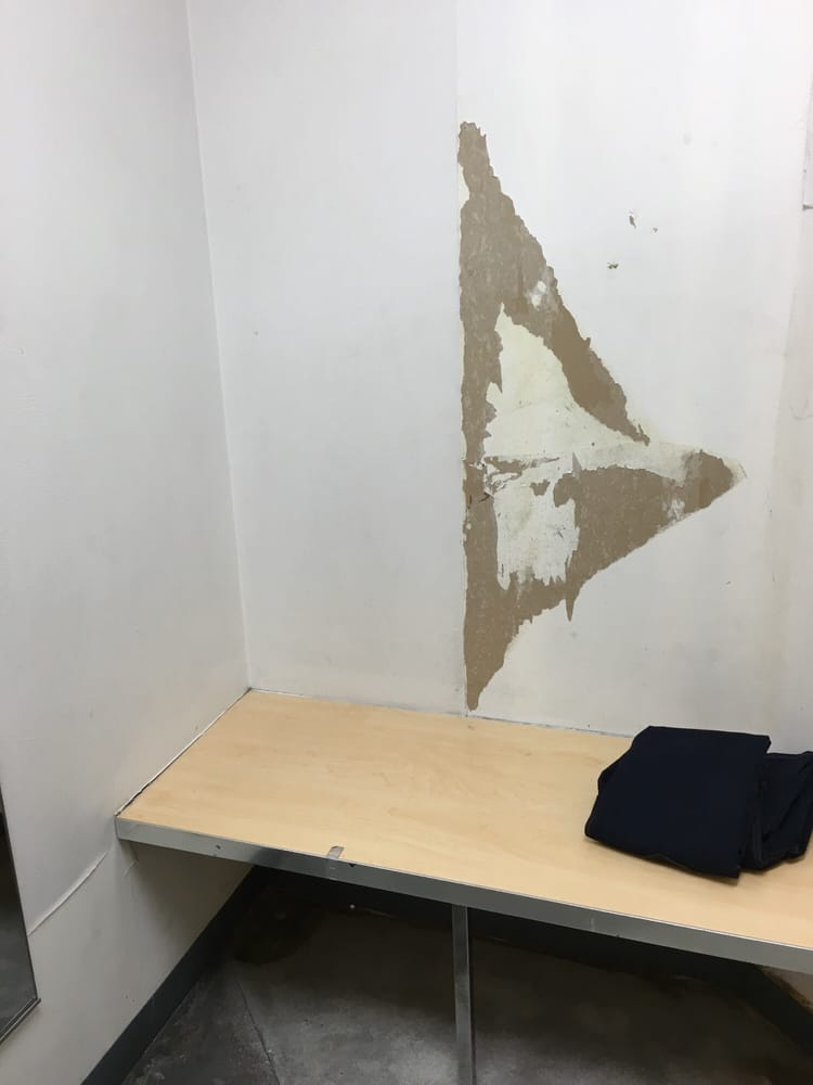 This is my fitting room so disgusting I just walked out. - Yelp 2fa14ed4b