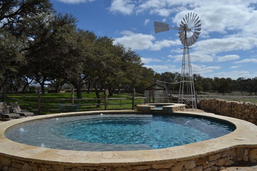 Poco loco ranch case appartamenti per vacanze 804 fm for Case in stile ranch del texas