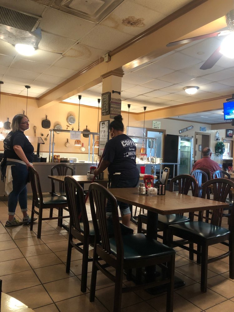 Johnny's Place: 502 S Avenue G, Clifton, TX