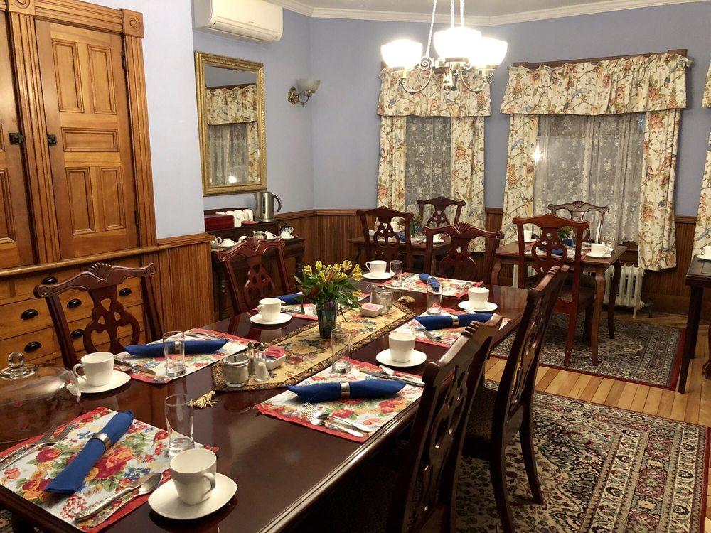 Sinclair Inn Bed & Breakfast: 389 Vermont 15, Jericho, VT