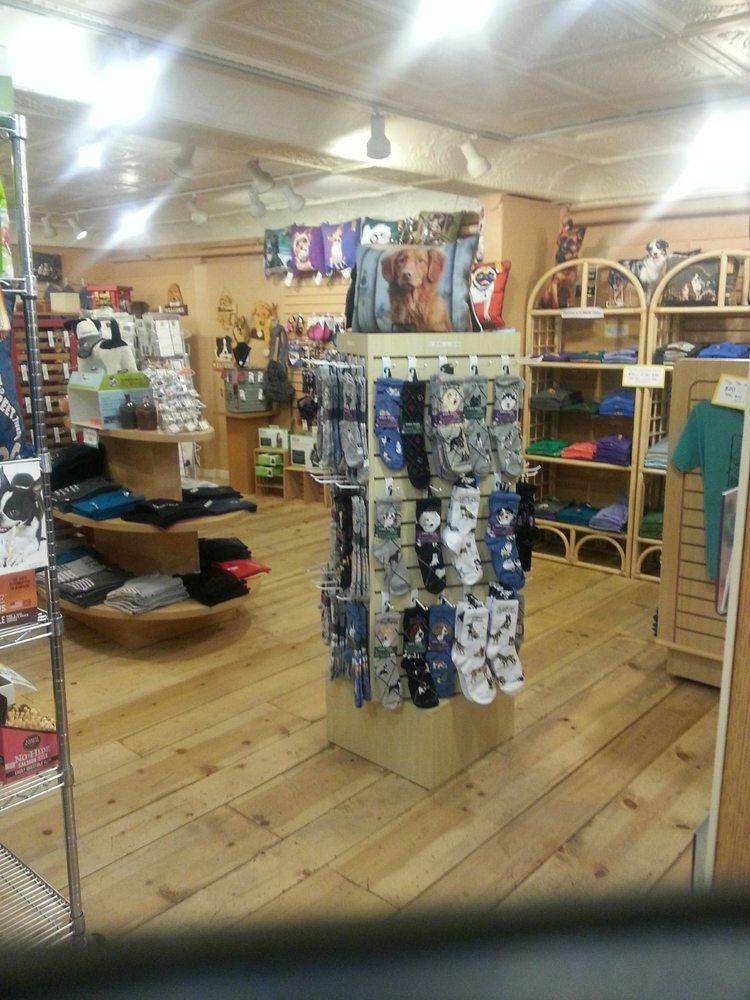 Timberwoof Pet Boutique: 130 W Gurley St, Prescott, AZ