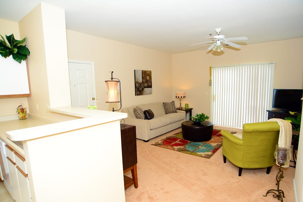 Brookridge Heights Apartments: 3102 E Hamilton Rd, Bloomington, IL