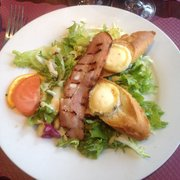 Le Chevillard - Toulouse, France. Salade chèvre chaud