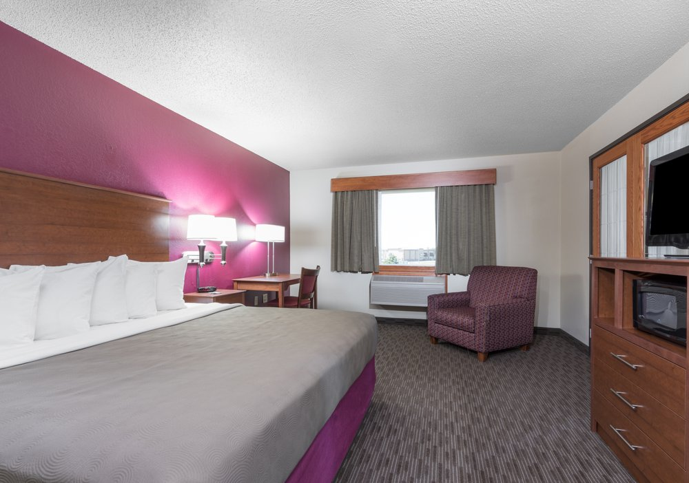 Cobblestone Hotel & Suites - Baldwin: 500 Baldwin Plaza Dr, Baldwin, WI