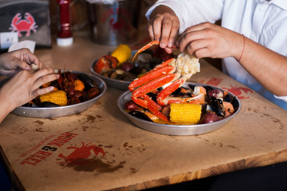 Hook & Reel Cajun Seafood & Bar: 1701 E Central Texas Expy, Killeen, TX