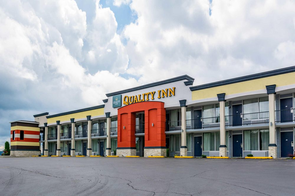 Quality Inn: 2184 S Wilderness Rd, Mount Vernon, KY
