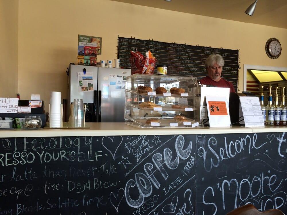 S' Moore Coffee Shop: 114 Church St, Vidalia, GA
