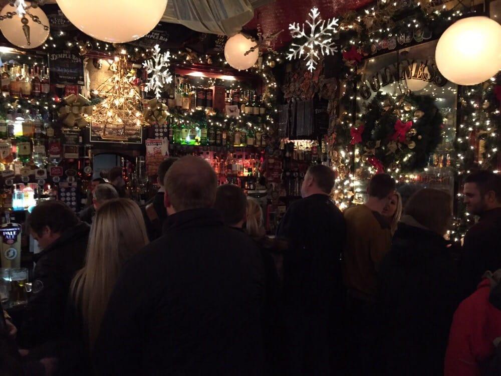 Weihnachtsdeko Beleuchtet.Stimmige Weihnachtsdeko Beleuchtet Die Bar Szenerie Yelp