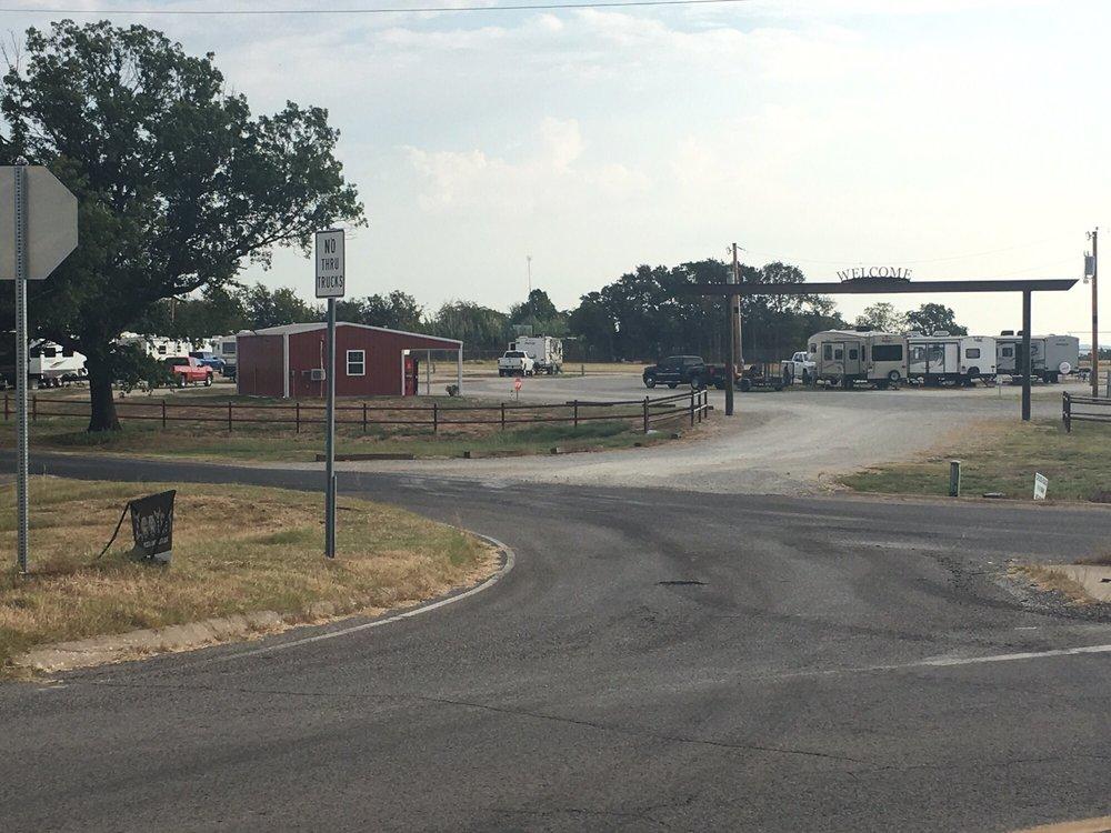 Crossroads RV Park: 25981 N County Rd 3250, Wynnewood, OK