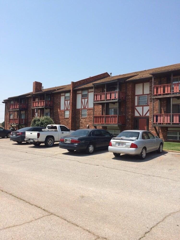 Winchester West: 1001 S Oakwood Rd, Enid, OK