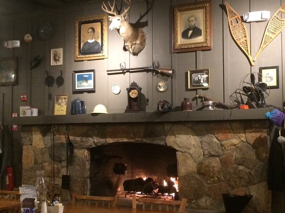 We Re Crushing On The Primitive Country Decor In This City: Typical Country Decor.. Fireplace Is Going, Nice!
