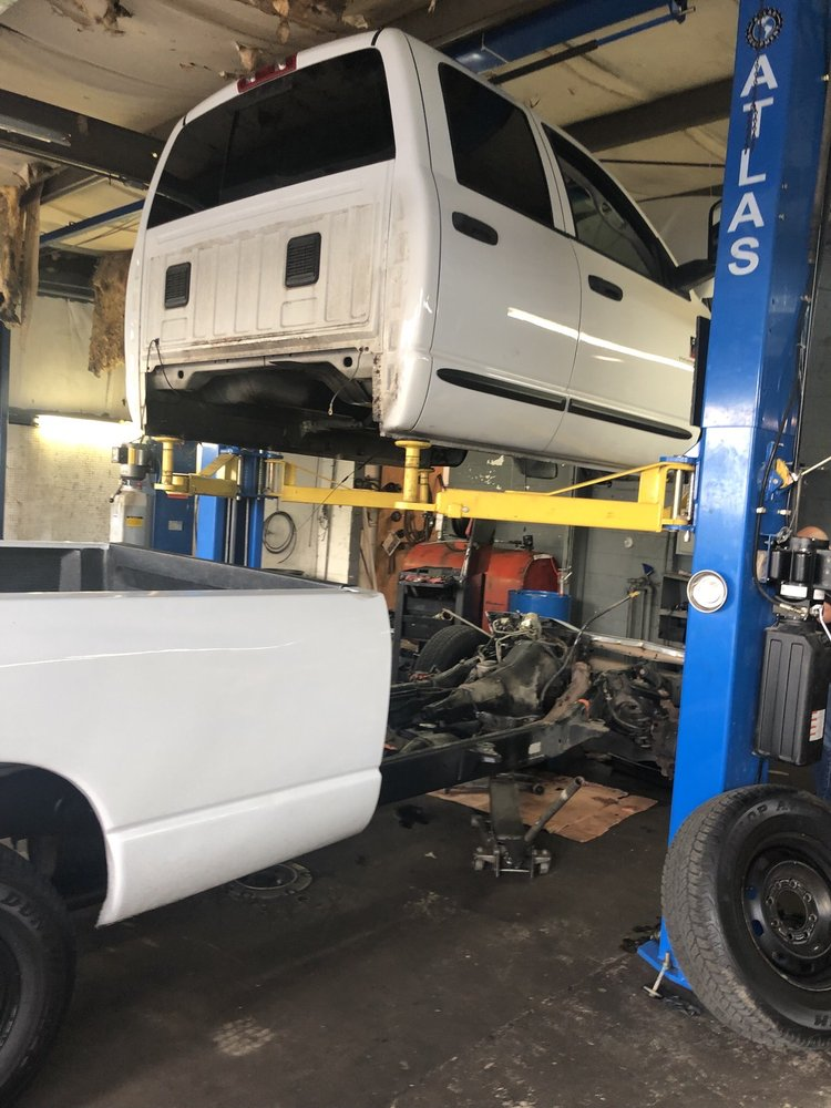 M&R Truck Accessories: 1714 S Peterson Ave, Douglas, GA