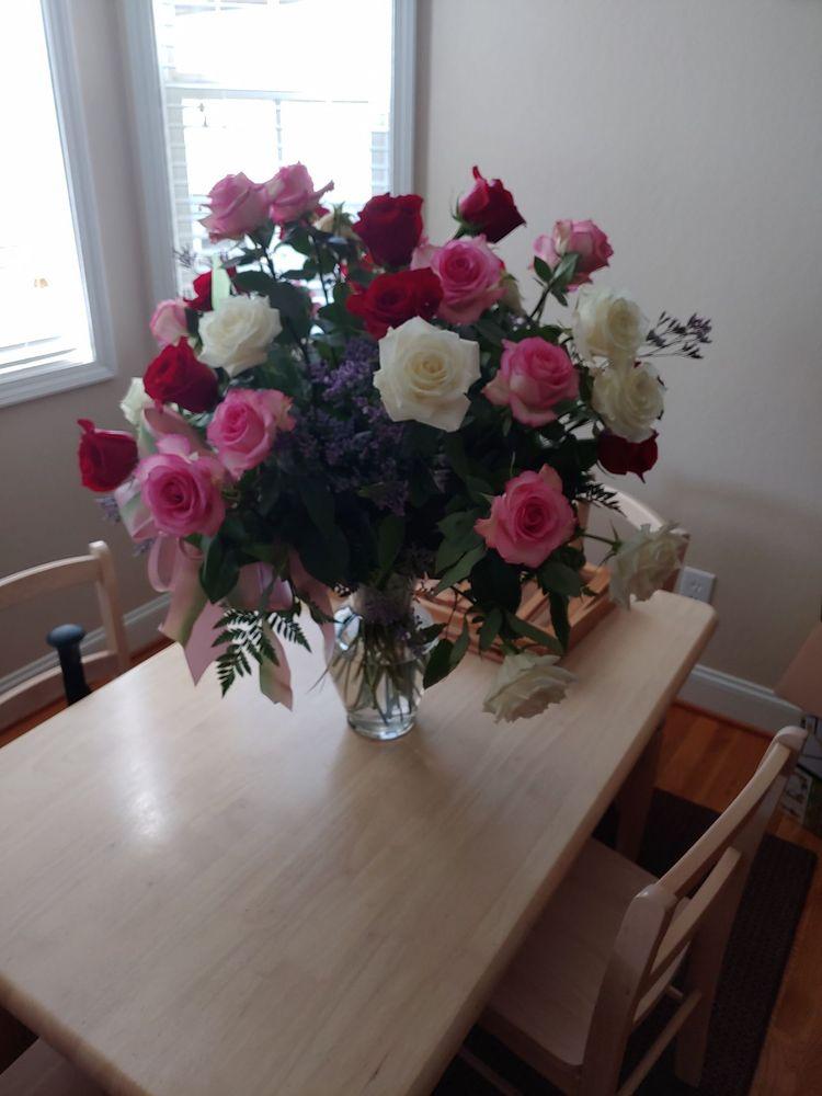 Evans Flower Shop: 1014 B Noble St, Anniston, AL