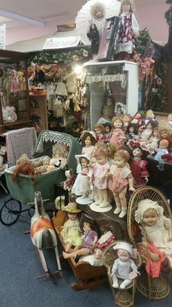 Intensive Care Doll Hospital & Doll Shop: 12628 Chillicothe Rd, Chesterland, OH