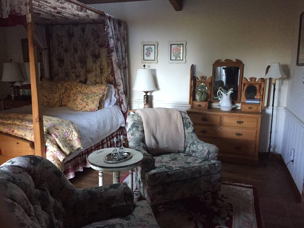 North Coast Country Inn: 34591 S Hwy 1, Gualala, CA
