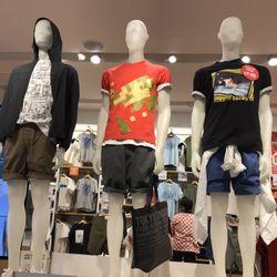 Uniqlo - 64 Photos   47 Reviews - Men s Clothing - 100 W Broadway ... edac01f90bd8