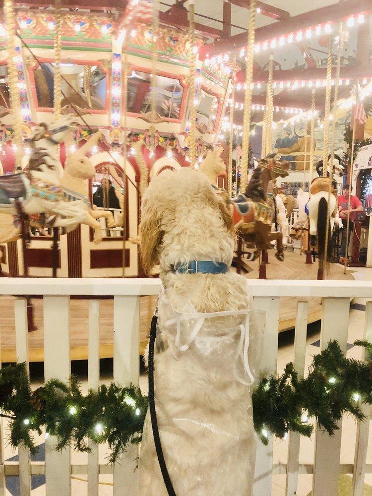 Seaside Carousel Mall: 300 Broadway St, Seaside, OR