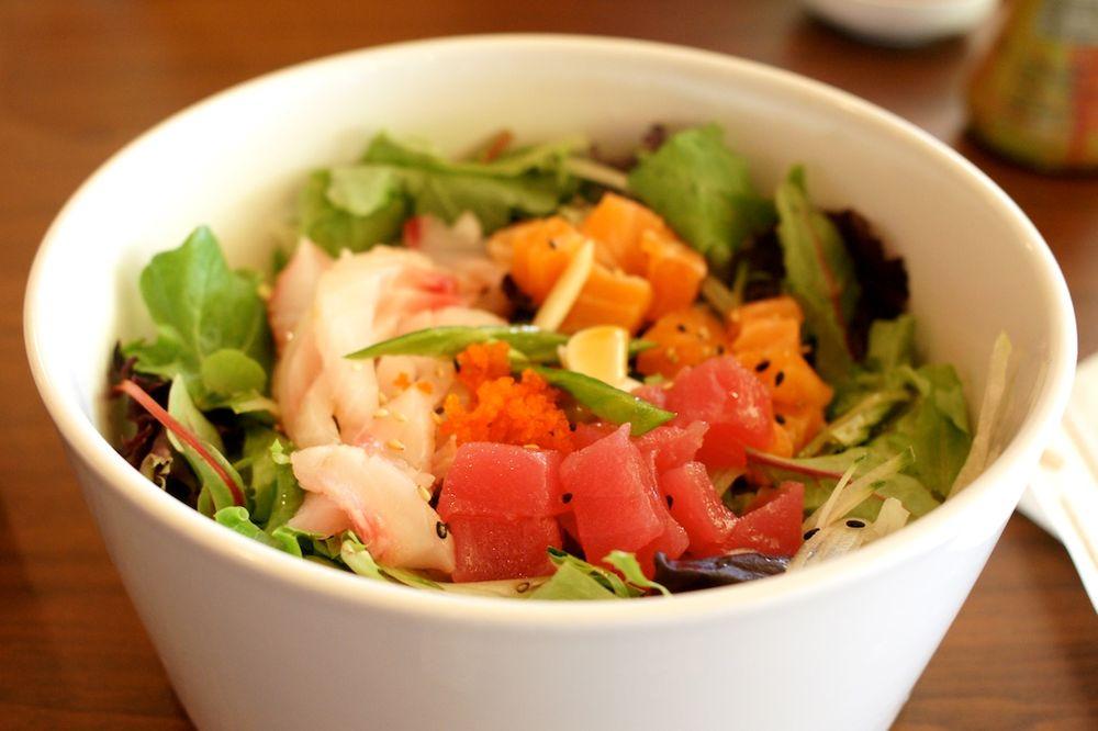 Sushi Q: 16052 Eureka Rd, Southgate, MI