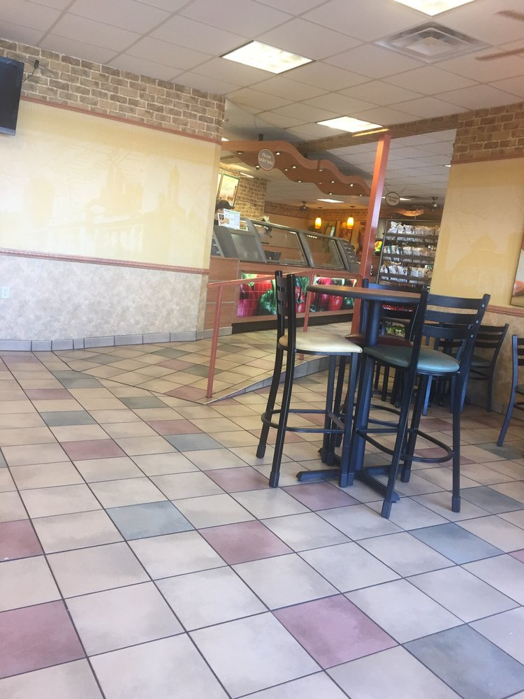 Subway: 1259 Hurstbourne Ln, Louisville, KY