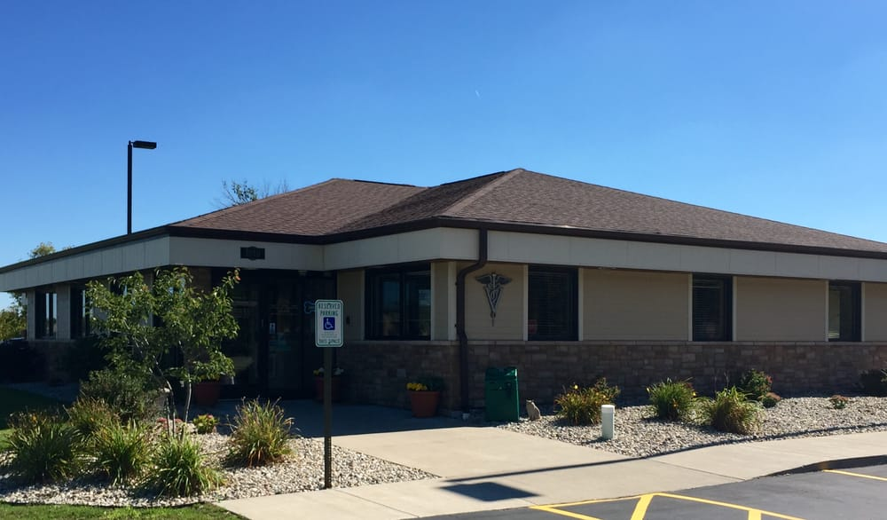 Pulaski Veterinary Clinic: 1010 S Saint Augustine St, Pulaski, WI