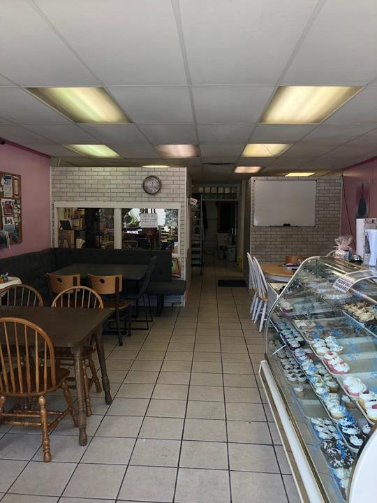 Amazing Grace's Cakes & More: 3627 Nichol Ave, Anderson, IN