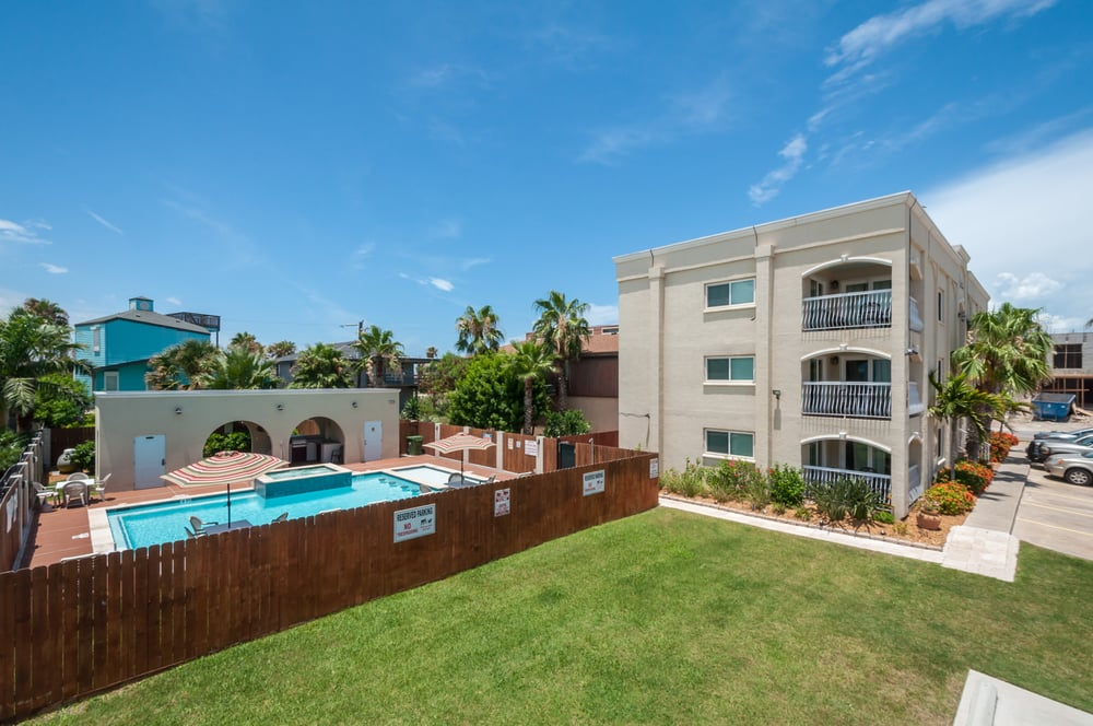 San andres condominiums 135 photos vacation rentals for Cabin rentals south padre island tx