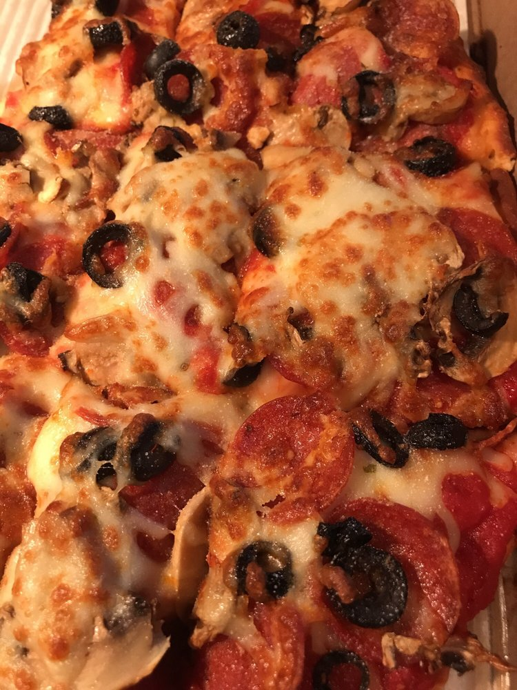 Dawghouse Pizza & Bar: 2031 Lockbourne Rd, Columbus, OH