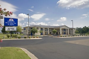 Americas Best Value Inn & Suites University Ave: 6401 South University Avenue, Little Rock, AR